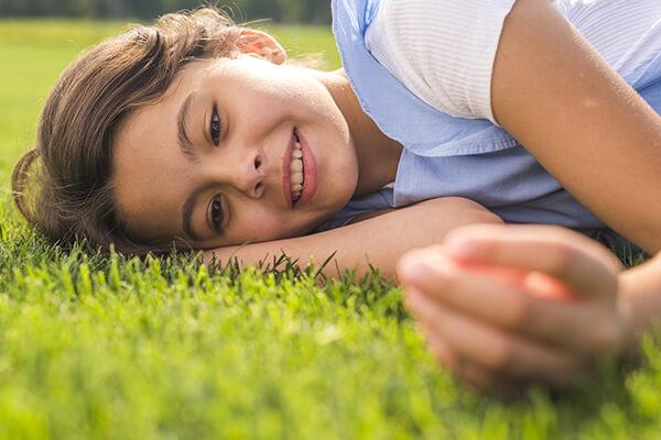 zakładanie trawnika ziemia pod trawnik